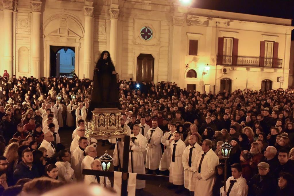 processione-piazza-umberto-I-trinitapoli Foto di Giuseppe Beltotto